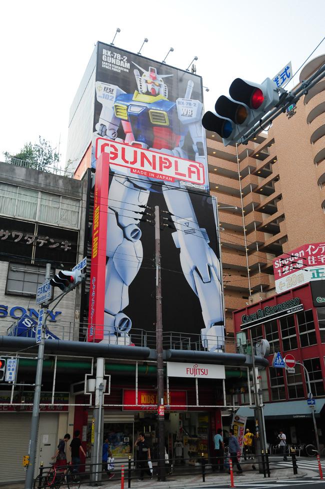 西日本流行文化的聖地,大阪的日本橋全幢物業連地皮,永久地權,鄰近動漫電器街,呎價只要HK$2,864,全部出租中!